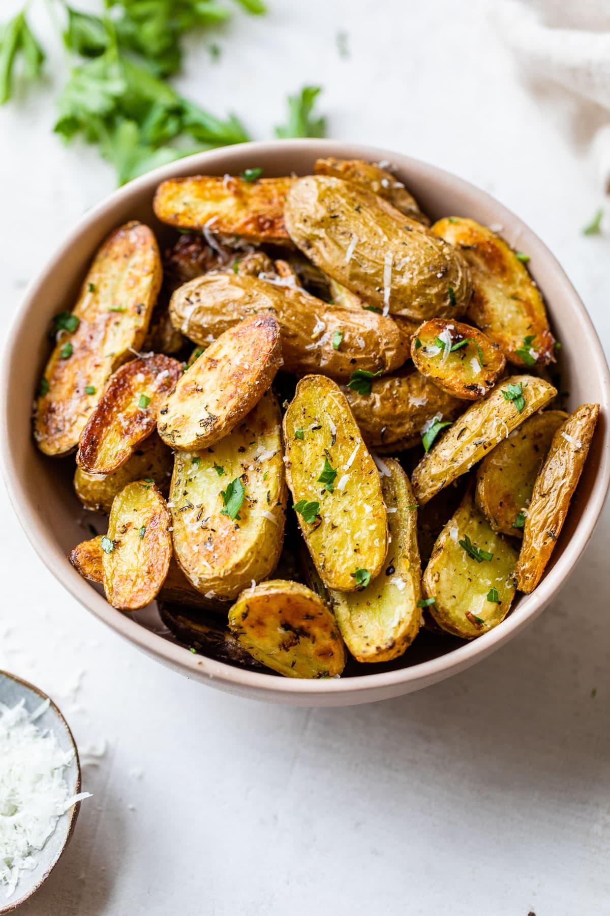 Roasted Fingerling Potatoes {Easy & Crispy}  WellPlated.com